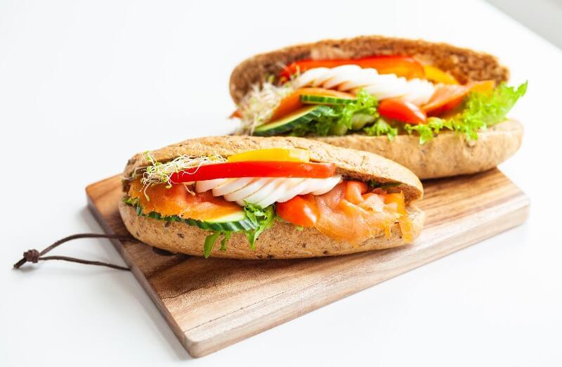 Rosenborg bakeri - Steinovnsbakt baguett med laks og egg