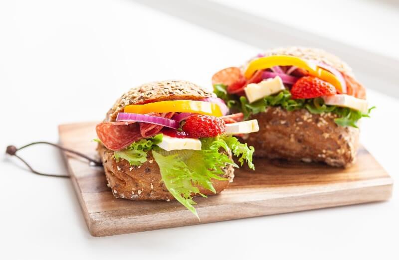Rosenborg bakeri - 6-kornspute med brie og salami