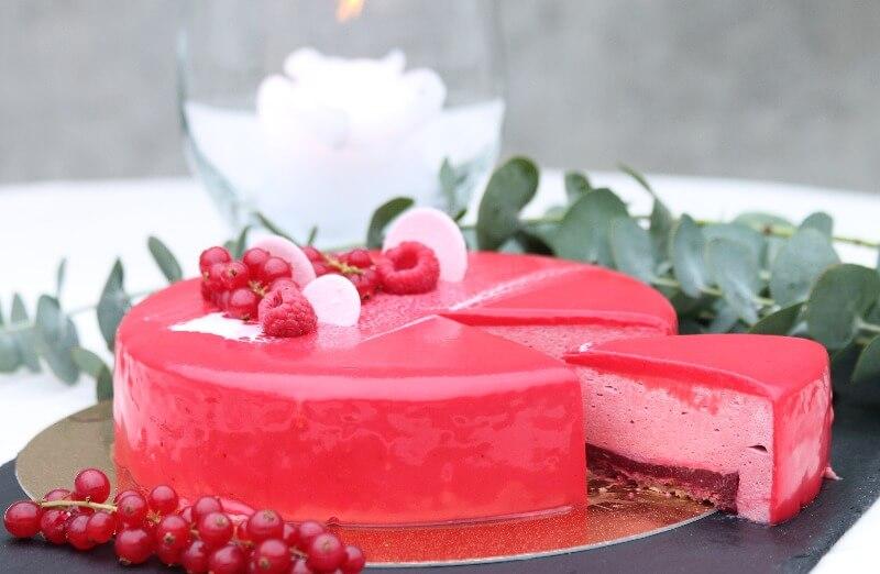 Baker Brun - Bringebærmousse kake