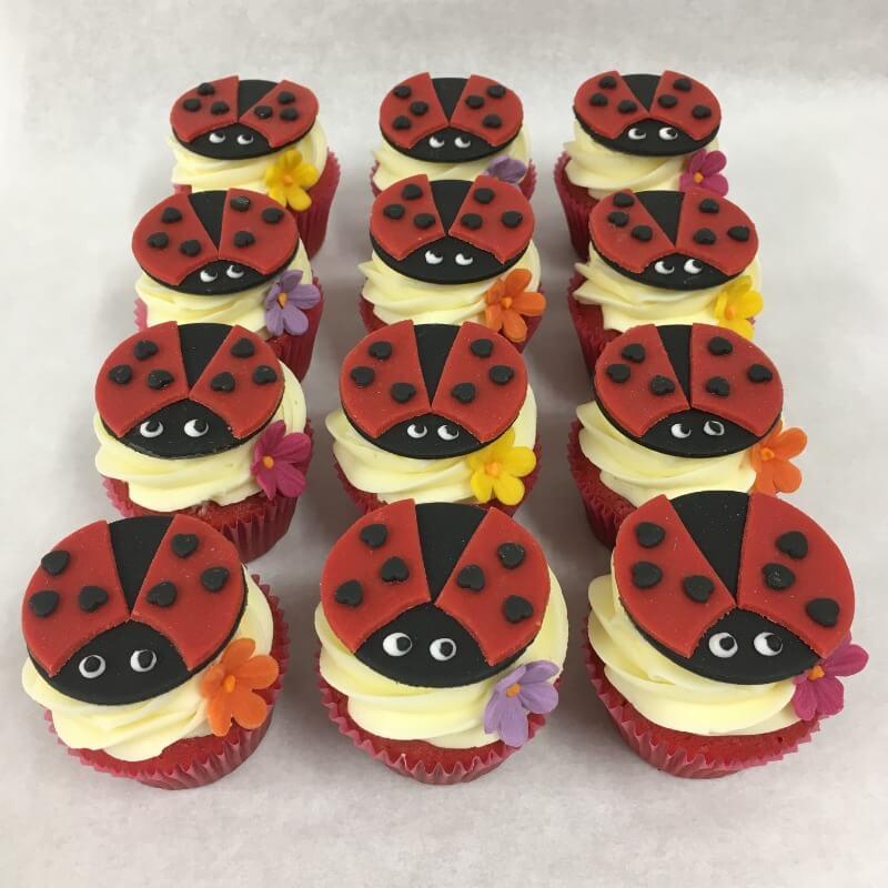 Aanerud bakeri - Marihøne-cupcakes