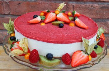 "Funky Fresh Foods - Strawberry ""Cheese"" cake"